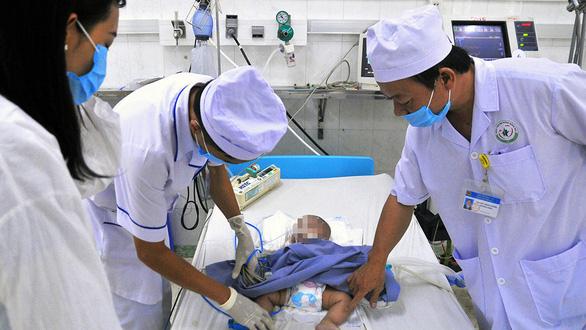 Bệnh lây lan bùng phát: 200 trẻ nhiễm virút hợp bào nhập viện - Ảnh 1.