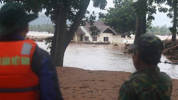 Qua Lào... cứu hộ: Những ngôi làng bị tàn phá - Ảnh 3.