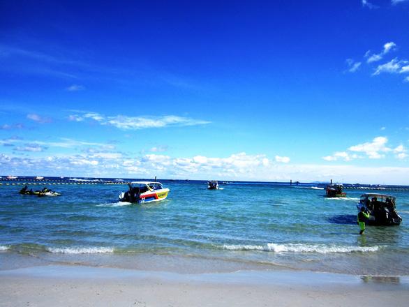 Đến đảo Koh Coral tắm biển và ăn hải sản - Ảnh 3.