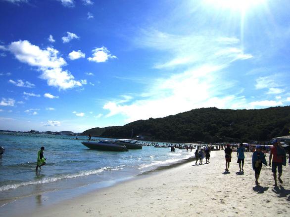 Đến đảo Koh Coral tắm biển và ăn hải sản - Ảnh 4.