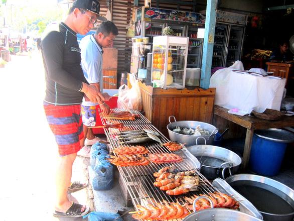 Đến đảo Koh Coral tắm biển và ăn hải sản - Ảnh 7.