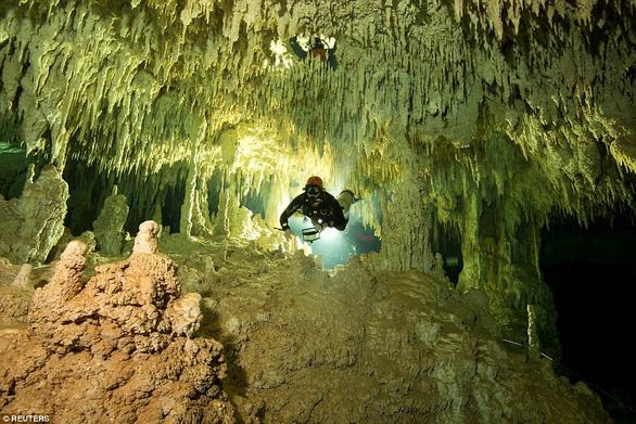 Hang động ngập nước dài nhất thế giới tại Mexico - Ảnh 1.