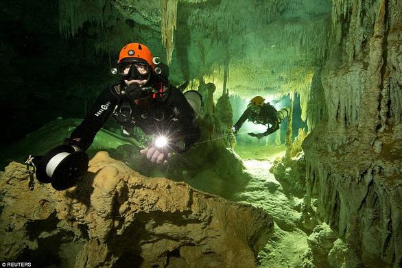 Hang động ngập nước dài nhất thế giới tại Mexico - Ảnh 2.
