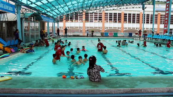 Huấn luyện viên Úc dạy trẻ Việt bơi lội, phòng chống đuối nước - Ảnh 3.