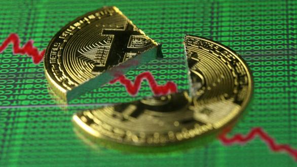 Trong một tháng bitcoin mất gần 50 tỉ USD giá trị vốn hóa thị trường - Ảnh 1.