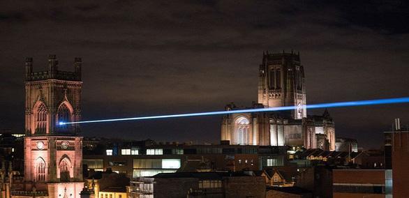 Trung Quốc tham vọng phát triển tia laser xuyên toạc khoảng không - Ảnh 1.