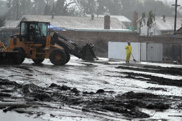Bang California hứng trận lũ bùn quét khủng khiếp, 13 người thiệt mạng - Ảnh 2.