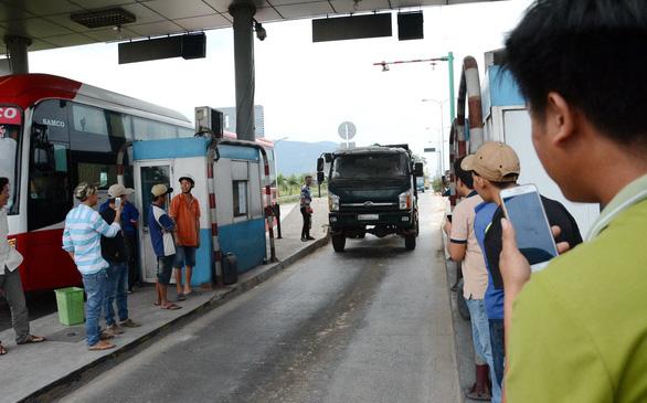 BOT Sông Phan lại xả trạm vì tài xế phản ứng - Ảnh 2.