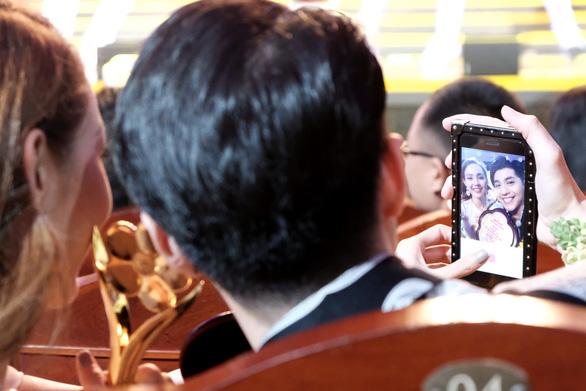 Trường Giang vừa được giải vừa hỏi vợ tại lễ trao giải Mai Vàng 2017 - Ảnh 8.
