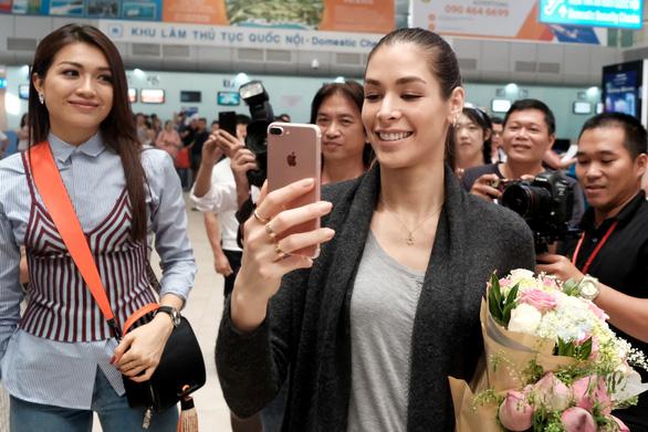 Hoa hậu hoàn vũ thế giới 2008 vừa đến Khánh Hòa  - Ảnh 4.