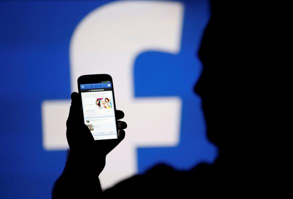 Thay cách cấp tin, ông chủ Facebook mất ngay 3,3 tỉ USD - Ảnh 1.