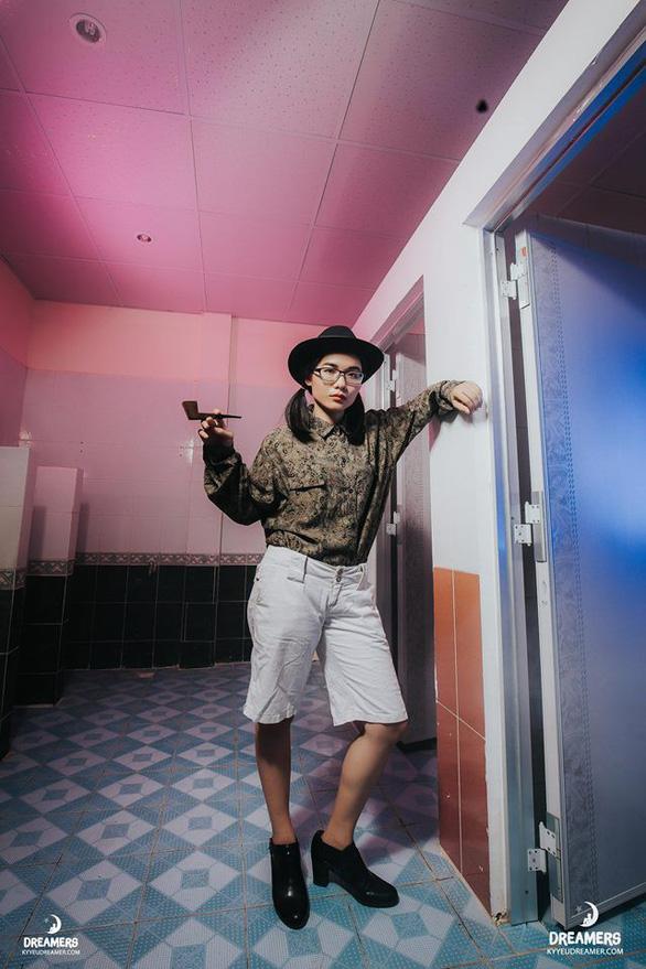 Sinh viên nhân văn chất ngất ngây trong ảnh kỷ yếu tại nhà vệ sinh - Ảnh 9.