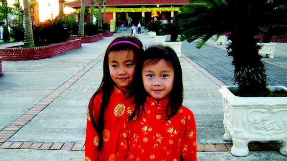 Con thích Tết Việt hơn vì con được đi chùa - Ảnh 3.