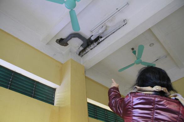 Nơm nớp sống trong chung cư xuống cấp - Ảnh 6.