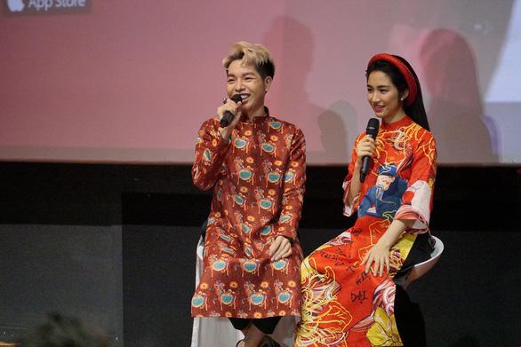 Đức Phúc, Hòa Minzy chọc ghẹo khán giả khi ra mắt MV Tết - Ảnh 3.