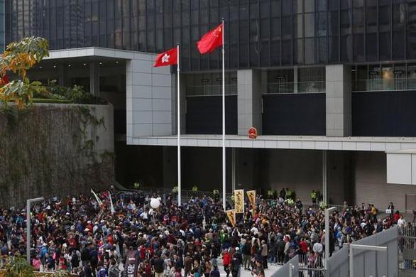 Người Hong Kong xuống đường chống sự can thiệp của Bắc Kinh - Ảnh 1.