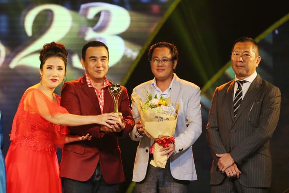 Trường Giang vừa được giải vừa hỏi vợ tại lễ trao giải Mai Vàng 2017 - Ảnh 4.