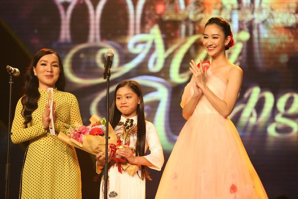 Trường Giang vừa được giải vừa hỏi vợ tại lễ trao giải Mai Vàng 2017 - Ảnh 10.