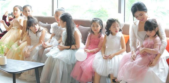 Hơn 100 vũ công nhí diễn Kẹp hạt dẻ đón năm mới - Ảnh 1.