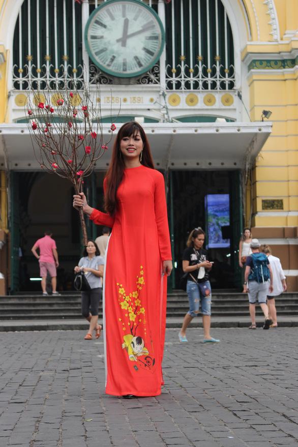 Nam thanh nữ tú Sài Gòn rực rỡ chụp ảnh áo dài đón Tết - Ảnh 4.