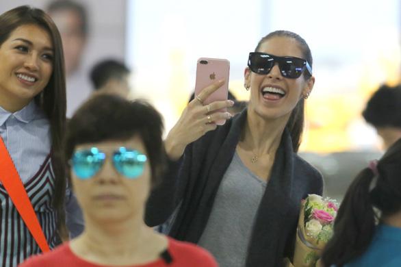 Hoa hậu hoàn vũ thế giới 2008 vừa đến Khánh Hòa  - Ảnh 1.