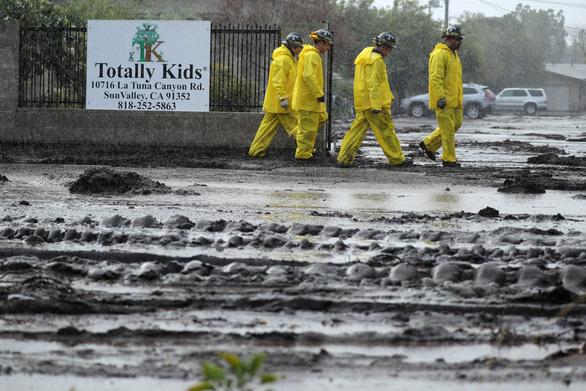 Bang California hứng trận lũ bùn quét khủng khiếp, 13 người thiệt mạng - Ảnh 1.