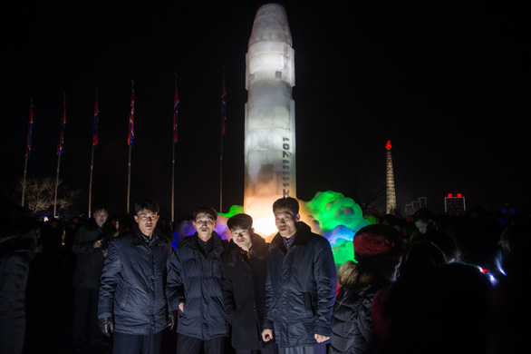 Dân Triều Tiên không ăn tết Dương lịch mà ăn mừng năm Juche 107 - Ảnh 3.