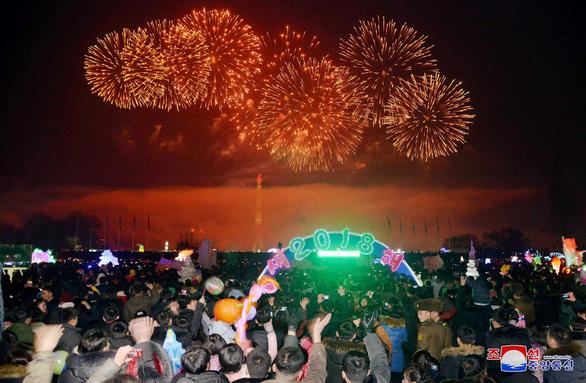 Dân Triều Tiên không ăn tết Dương lịch mà ăn mừng năm Juche 107 - Ảnh 5.