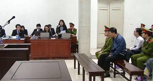Luật sư của Trịnh Xuân Thanh cãi tay đôi, ngắt lời chủ tọa - Ảnh 3.