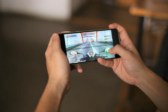 Samsung Galaxy A8, anh cả phân khúc điện thoại di động cận cao cấp - Ảnh 2.