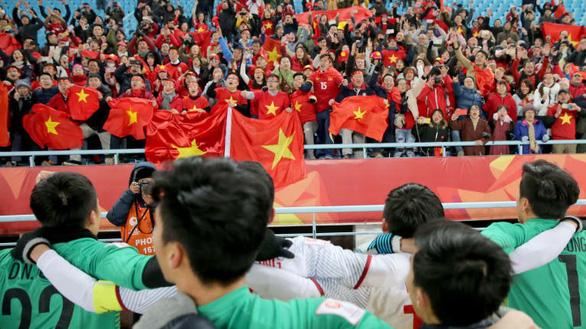 Ưu đãi 2,5 triệu khi đặt tour đi Trung Quốc cổ vũ U23 Việt Nam - Ảnh 1.