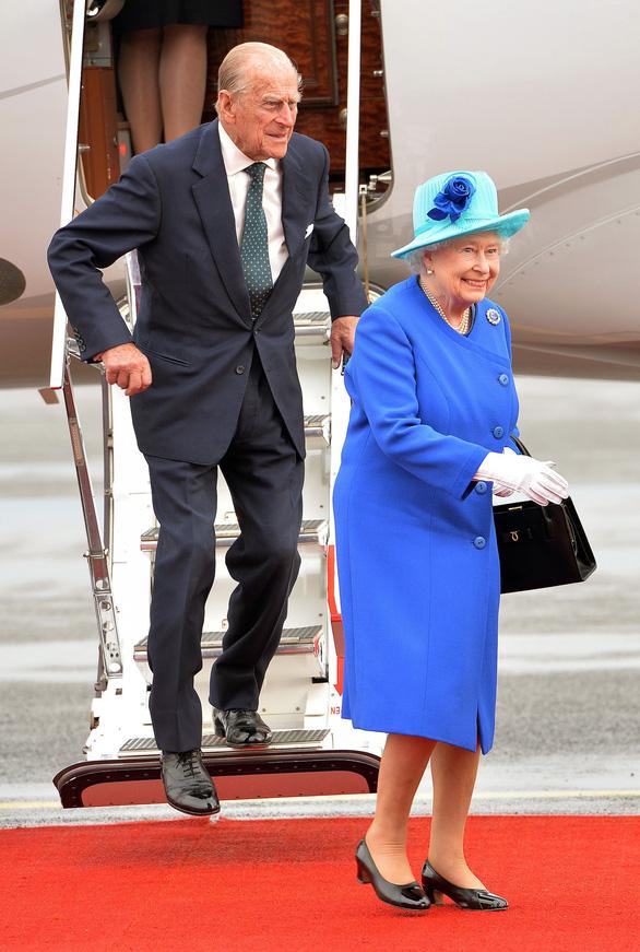 Tình yêu khăng khít suốt 7 thập kỷ của vợ chồng Nữ hoàng Anh - Ảnh 6.