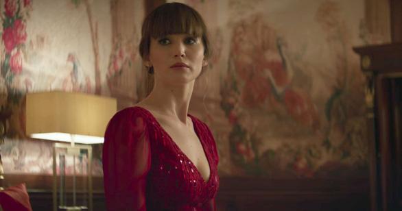 Red Sparrow: Jennifer Lawrence dùng nhan sắc hạ gục mục tiêu - Ảnh 4.