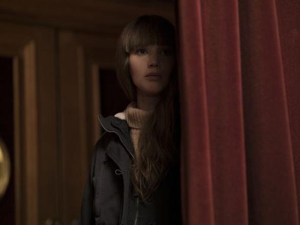 Red Sparrow: Jennifer Lawrence dùng nhan sắc hạ gục mục tiêu - Ảnh 7.