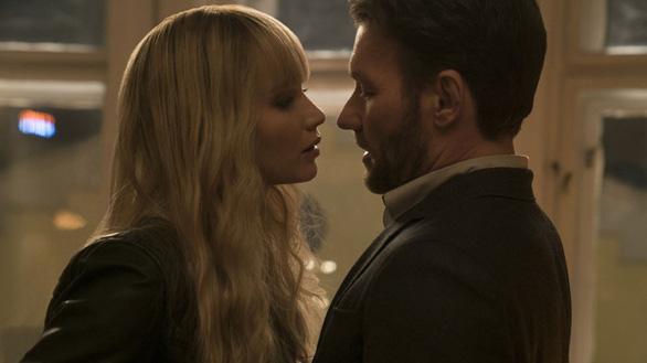 Red Sparrow: Jennifer Lawrence dùng nhan sắc hạ gục mục tiêu - Ảnh 8.