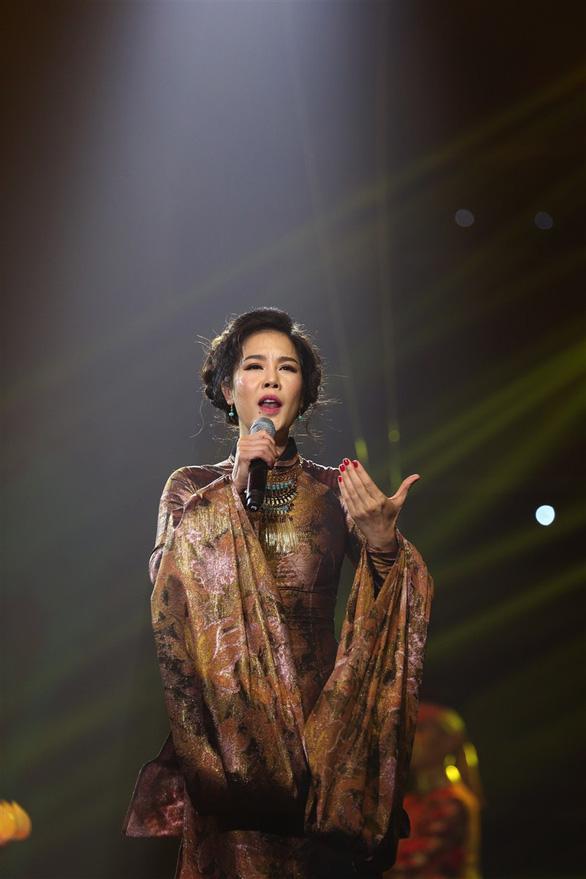 Mỹ Tâm e ấp áo dài Hà Nội, Thu Minh bốc lửa với Chuông gió - Ảnh 16.