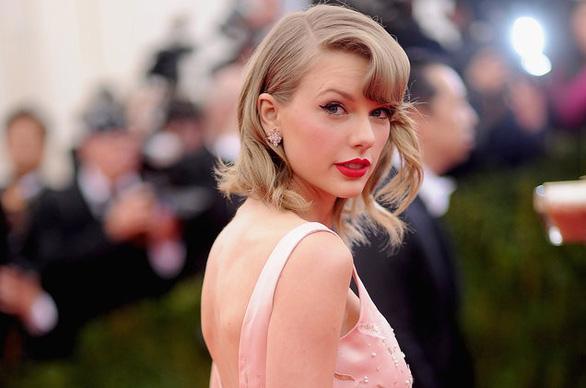 Taylor Swift gửi hoa chúc mừng fan nữ kết hôn đồng giới - Ảnh 1.