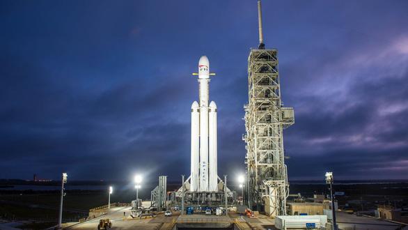 Xem SpaceX thử nghiệm chạy nóng động cơ tên lửa lớn nhất - Ảnh 1.