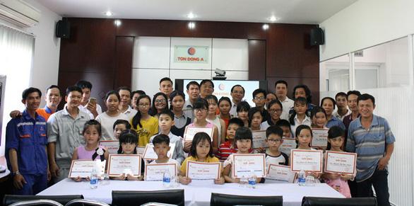 Tôn Đông Á và năm hoạt động xã hội 2017 - Ảnh 3.