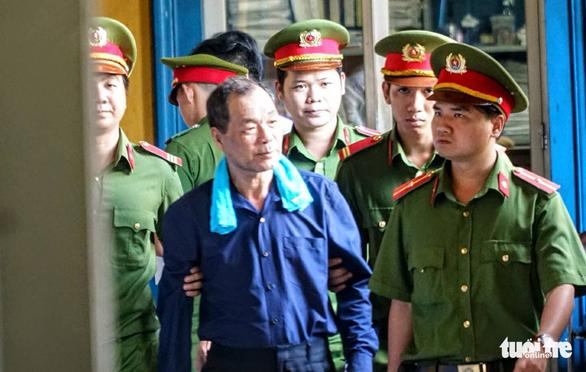 Đại gia Trầm Bê phải chăm sóc y tế, ông Trần Bắc Hà vắng mặt - Ảnh 1.
