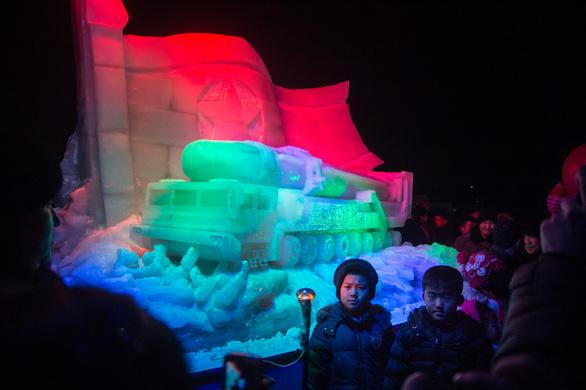 Dân Triều Tiên không ăn tết Dương lịch mà ăn mừng năm Juche 107 - Ảnh 4.