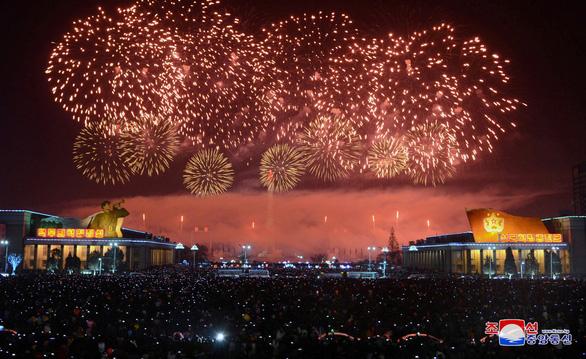 Dân Triều Tiên không ăn tết Dương lịch mà ăn mừng năm Juche 107 - Ảnh 6.