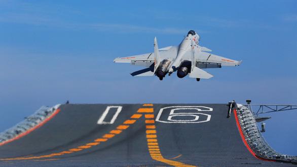 Trung Quốc có thể thiếu phi công cho tàu sân bay mới - Ảnh 1.