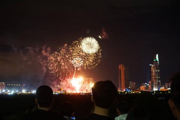 Cả nước rực rỡ đêm pháo hoa, Việt Nam chào năm mới 2019! - Ảnh 8.
