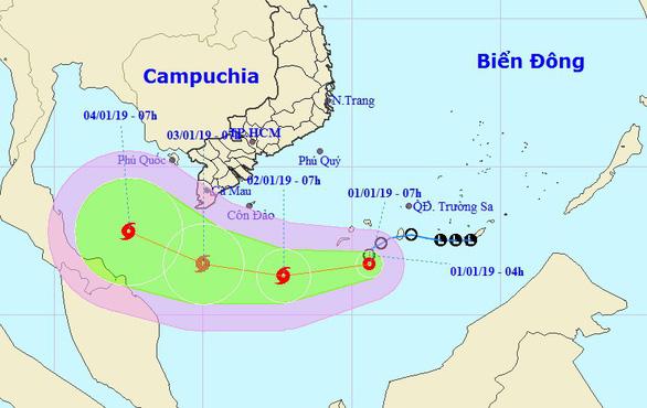 Áp thấp gây gió giật cấp 10, miền Trung tiếp tục mưa lớn, Nam Bộ mát mẻ - Ảnh 1.