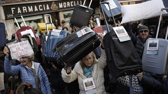 Venice tính chuyện thu phí khách du lịch để bảo vệ thành phố - Ảnh 1.