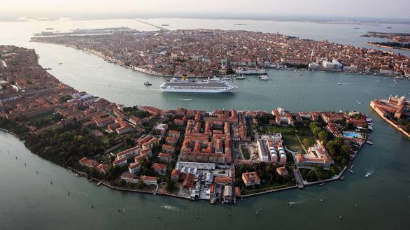 Venice tính chuyện thu phí khách du lịch để bảo vệ thành phố - Ảnh 2.