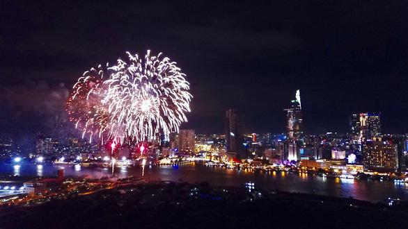 Cả nước rực rỡ đêm pháo hoa, Việt Nam chào năm mới 2019! - Ảnh 1.