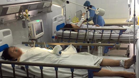 Chạy đua cứu cánh tay cô gái vụ tai nạn xe lao xuống vực đèo Hải Vân - Ảnh 1.