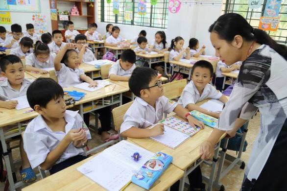 Tập huấn kỹ để giáo viên chủ động thực hiện chương trình giáo dục mới - Ảnh 1.
